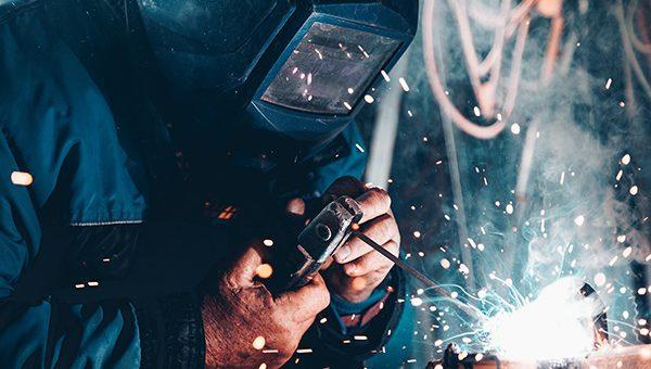 """Shrnutí studie """"Kvantitativní a kvalitativní požadavky českého zpracovatelského průmyslu na pracovní sílu v měnících se podmínkách průmyslu 4.0"""""""